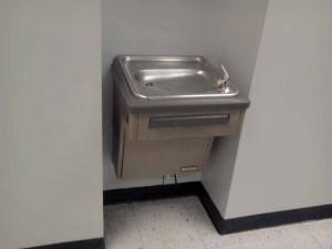 Кран с питьевой водой.