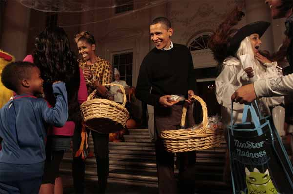 Не угостить детишек нельзя. Даже Мишель и Бараку Обамам.