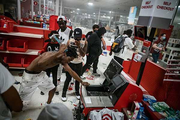 Массовые грабежи и насилия
