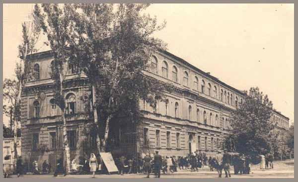 Здание САГУ. Бывшая мужская гимназия