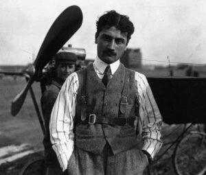 Французский лётчик Роланд Гаррос. 1910 год.